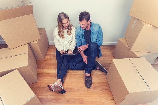 young-couple-with-packing-boxes.jpg