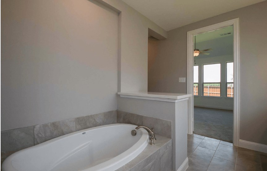 Highland Homes Plan 206 Master Bath Tub in Canyon Falls
